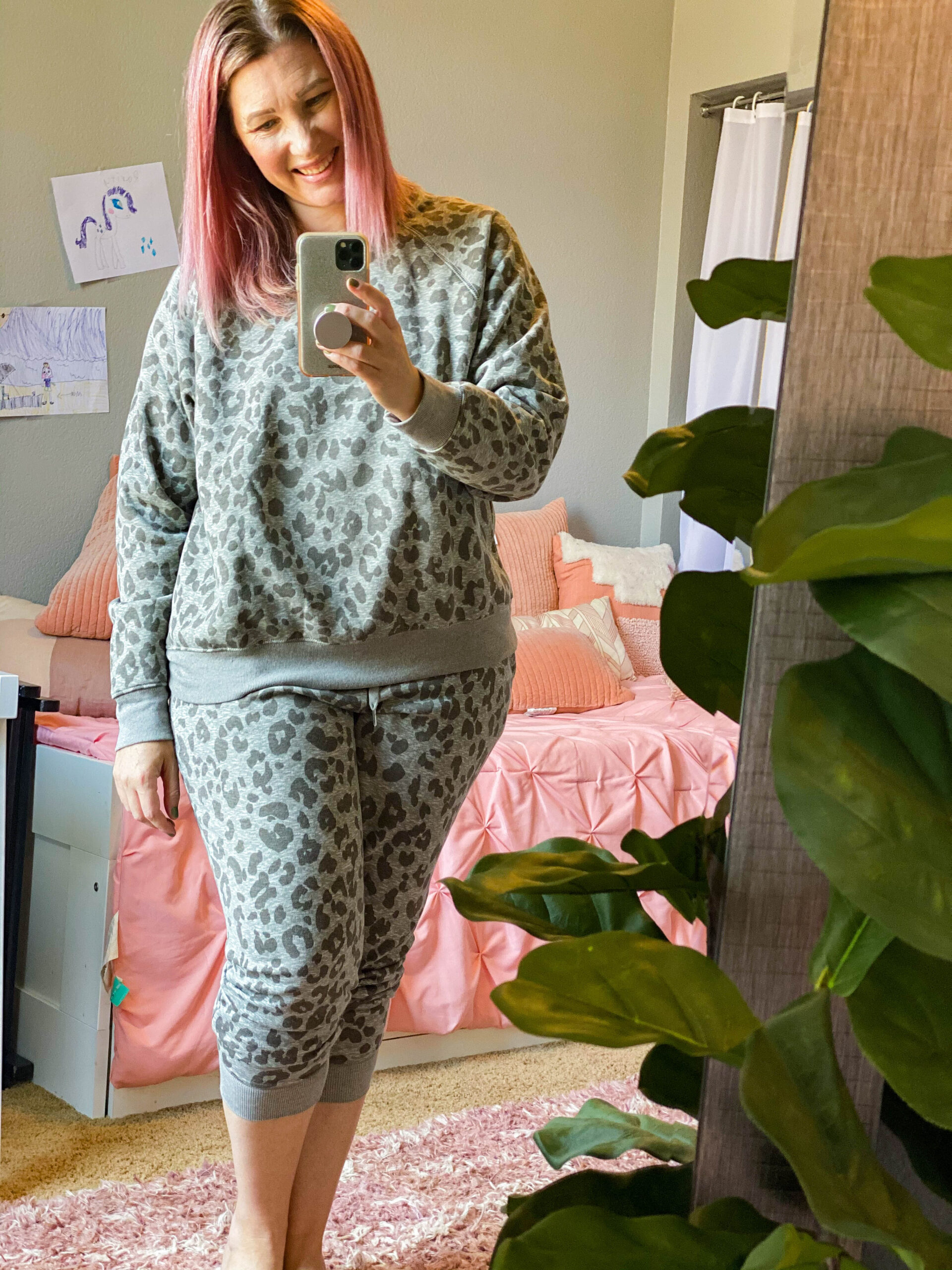 Who doesn't love a leopard sweatsuit? This is casual fall outfit perfection!