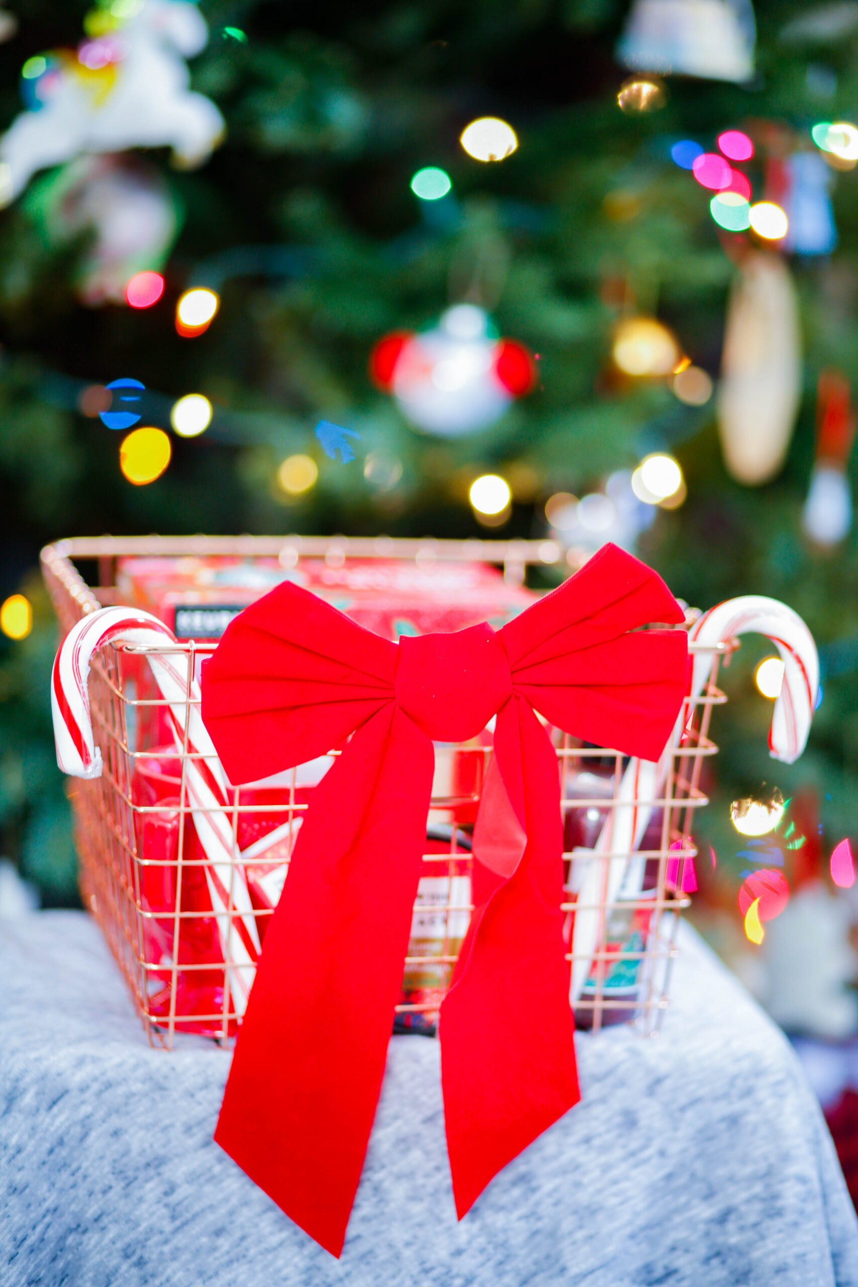 These are some GREAT christmas gift ideas for teachers that are reasonable prices!