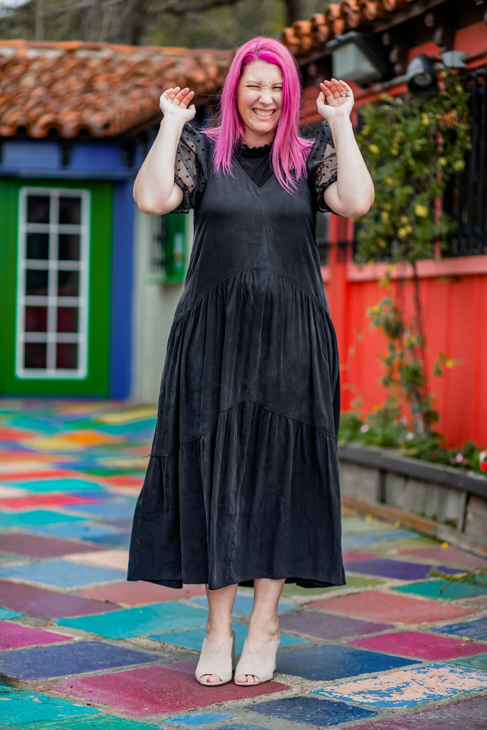 Wondering how to dress up a black maxi dress? This is a great way to take a simple dress from day to night!