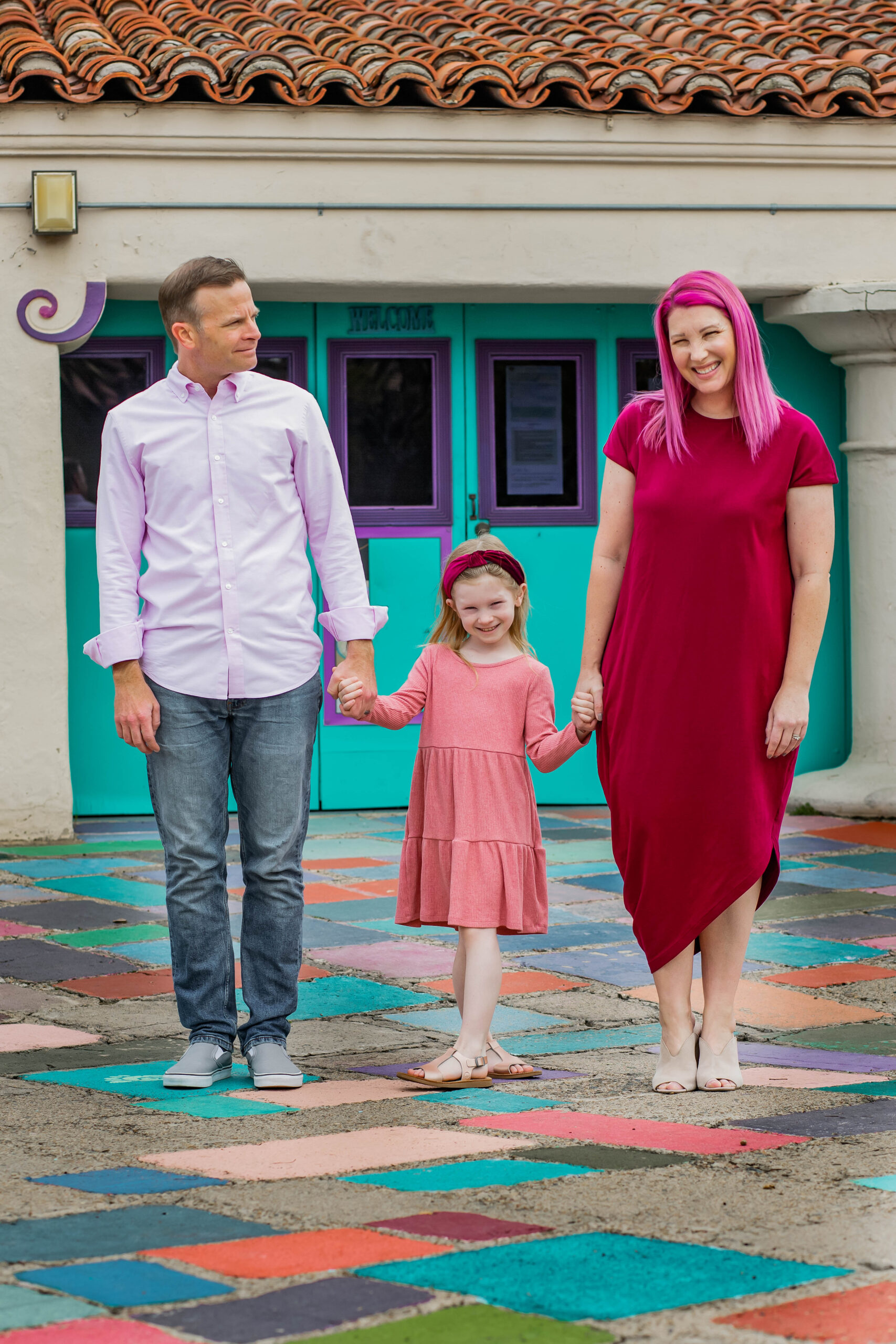 Planning on taking Spring Family Pictures? This is the ultimate guide to planning family photos for this fun time of year!
