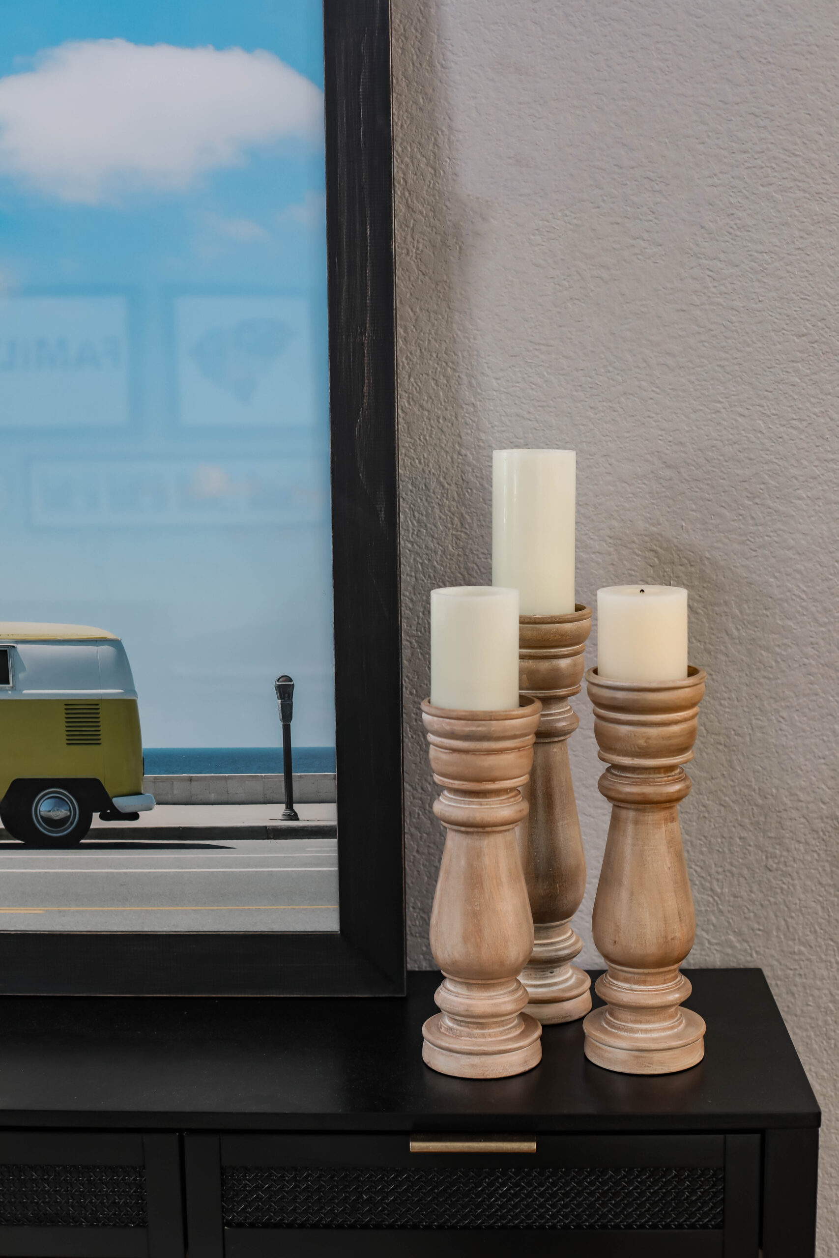 On the hunt for console table decor ideas? This is our beach themed foyer table decor!